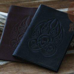 Обложка-на-паспорт-печать-велеса-волчья-лапа-1024x683
