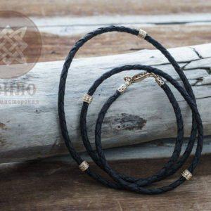Кожаный шнурок золотые вставки