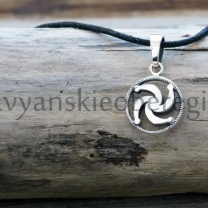 Славянский оберег символ рода из серебра на фото оберег