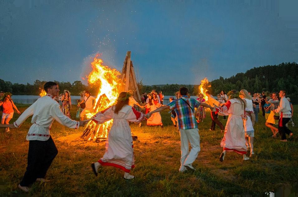 Одним из самых ожидаемых летних языческих славянских праздников было 24 июня день Ивана Купалы хоровод