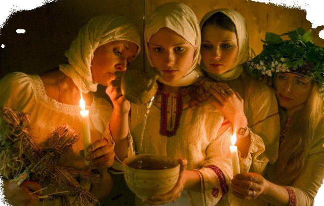 молодые незамужние девушки отправлялись на тайные обряды гадания на суженого