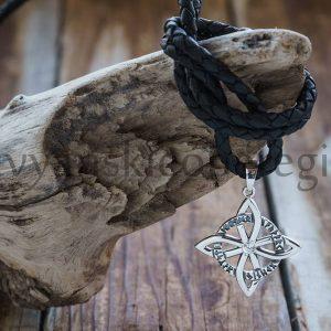 Четырехлистник с рунами Серебро 925 пробы. Камень фианит. Вес 2-3 гр. 23 мм. Цена 1400р (2)