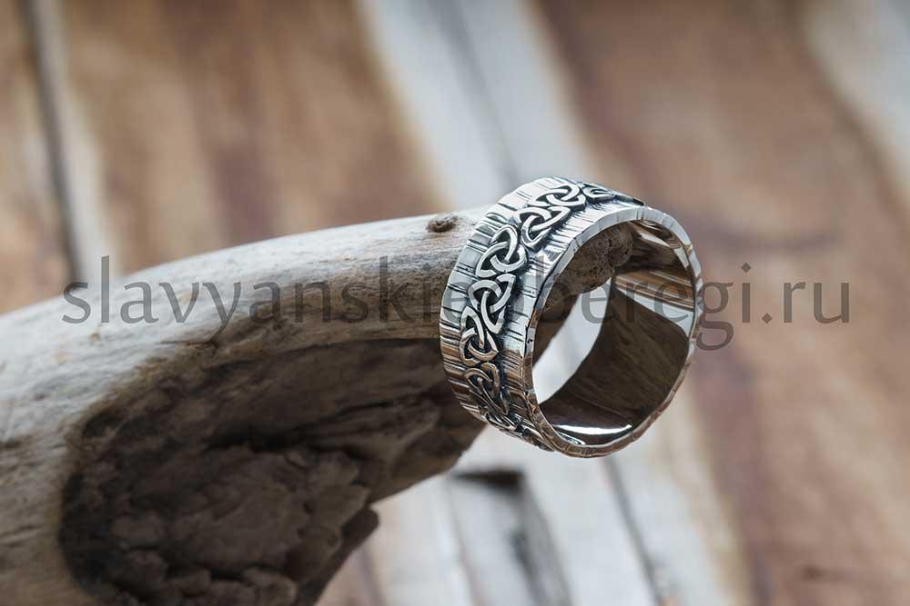 Кольцо Трикветр на Древе