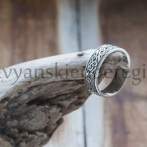 Кольцо Триглав. Серебро 925 пробы. 6 мм. Вес 4-6 гр. 1700р