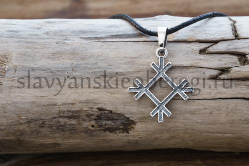 Славянский оберег Целебник кулон из серебра на фото оберег