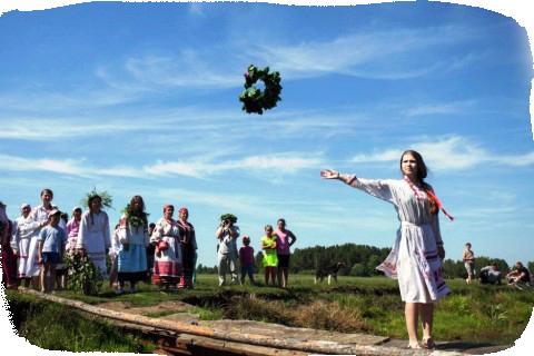 Русальная неделя или как ее еще называли Русалии. Начиналась она 19 июня по 24 июня венки наводу